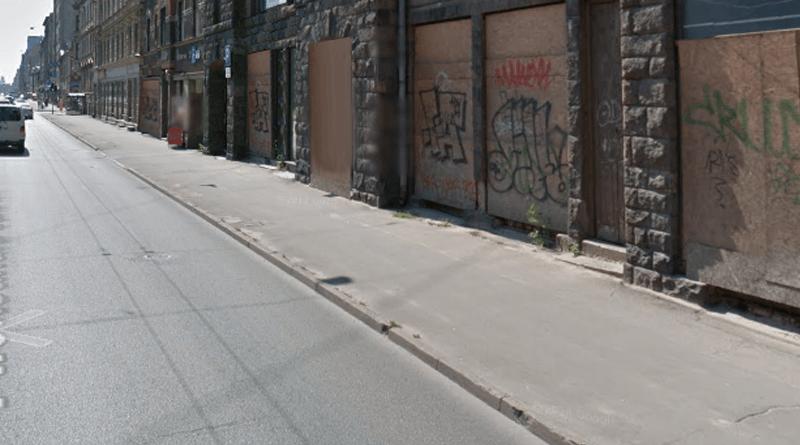 Из-за плохой дорожной инфраструктуры улица Чака потихоньку превращается в самый большой район развалин в городе.