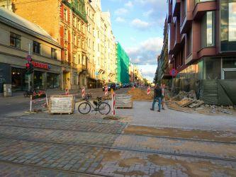 Krišjāņa Barona ielas un Lāčplēša ielas krustojums. Pagaidu ietves nav.