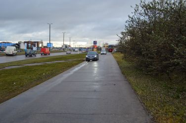 Autosatiksme uz šīs brauktuves ir samērā intensīva, jo brauktuve ved uz AMSERV autosalonu