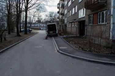 Par īstermiņa stāvvietām piegādes transportam pagalmu revitalizācijas ietvaros aizmirsts pavisam.